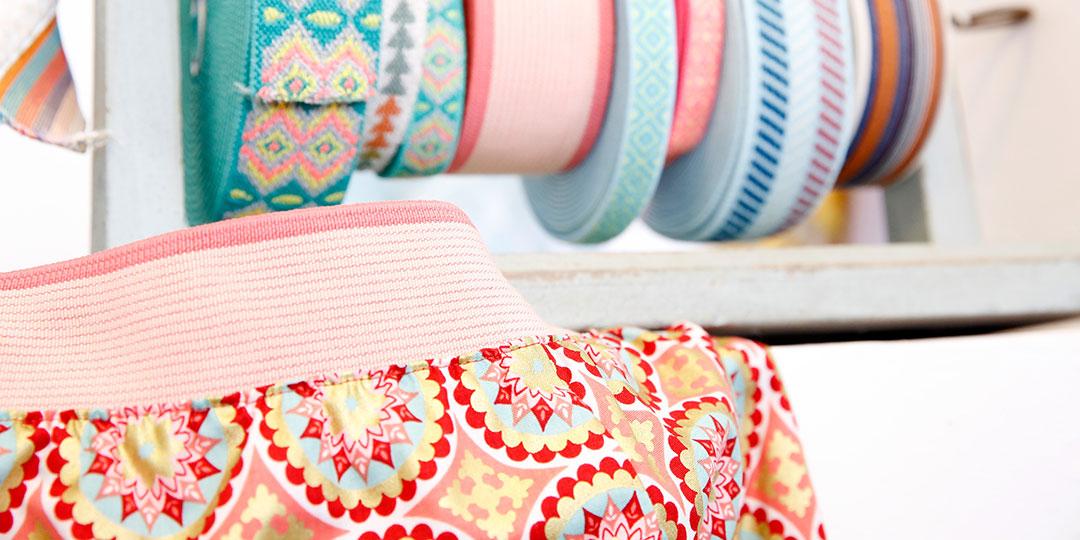 Elastische Stoffbänder in vielen Farben, gemustert oder uni